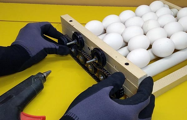 مرحله نهایی راک و ترنر اتوماتیک دستگاه جوجه کشی